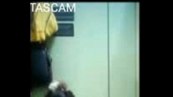 Скрытая камера в туалете мальчиков