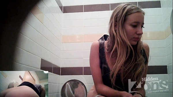Видео скрытая камера девочка туалеты