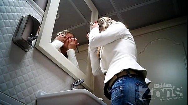 Женский туалет скрытая камера спереди