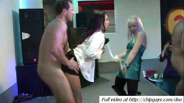 Смотреть секс в клубе онлайн видео