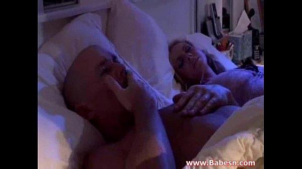 Жена снимает секс мужа с подругой